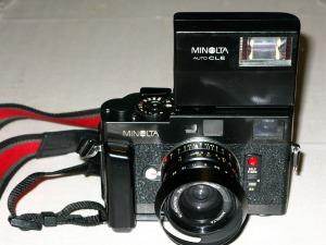 ミノルタCLE・28ミリレンズとストロボ